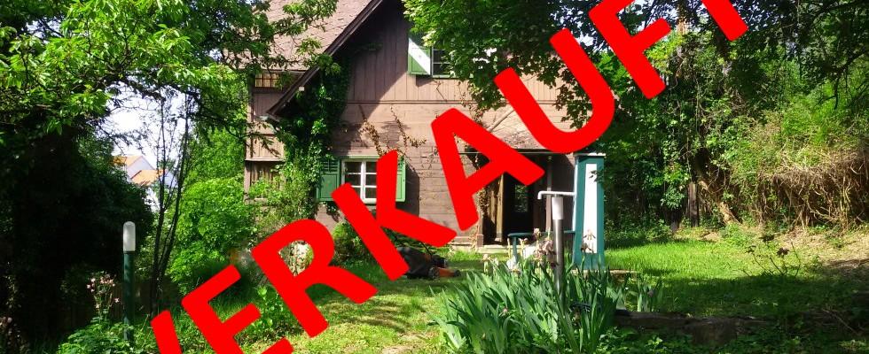 LAßNITZHÖHE: Liebliche stark renovierungsbedürftige Holzblock – Villa mit Bauland und hoher Bebauungsdichte.